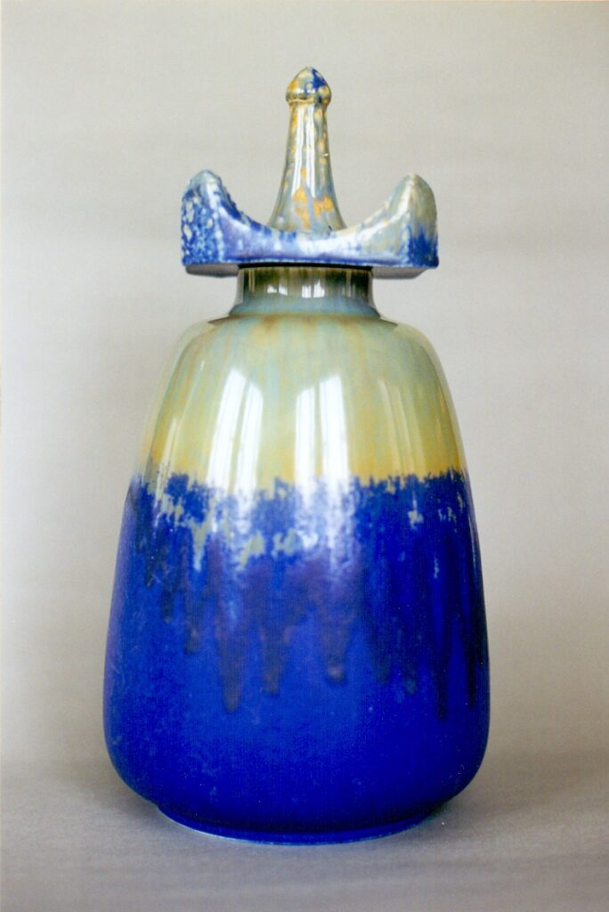 Large crystalline scent bottle with a drop-in lid.